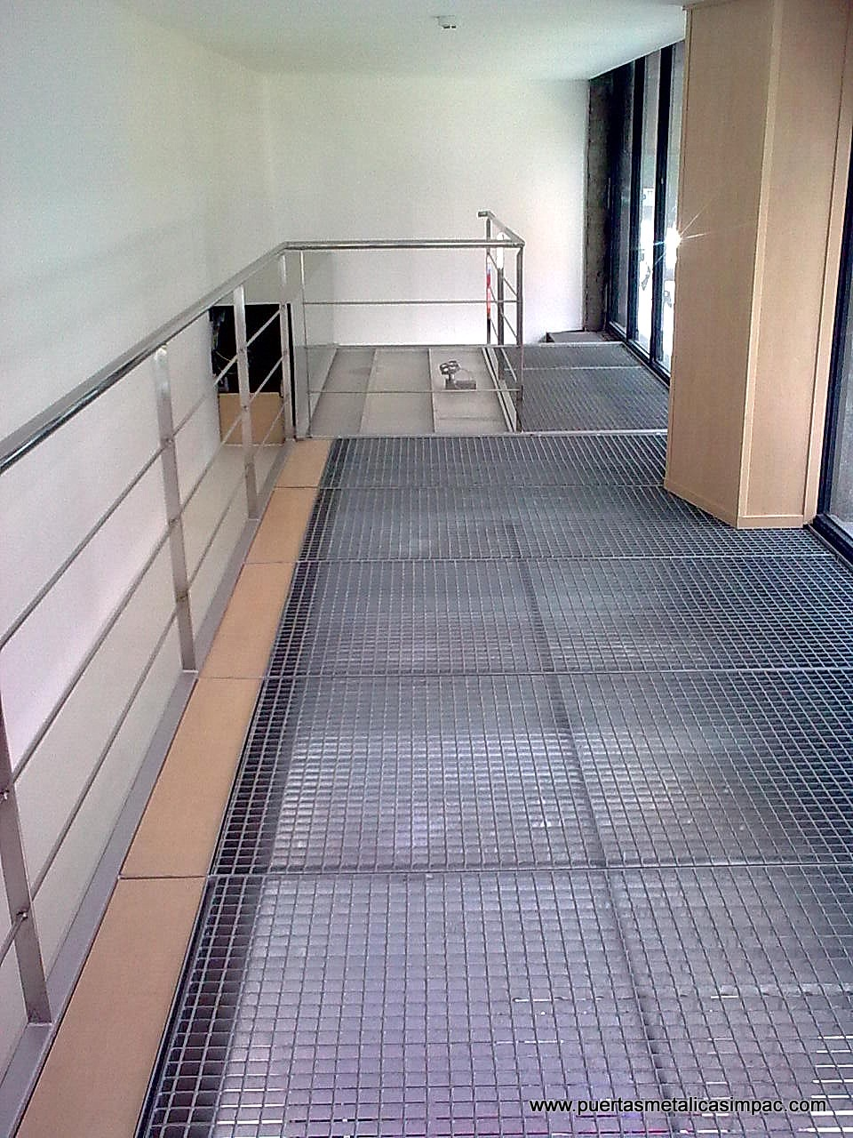 Cerrajeria impac s p c puertas met licas fabricaci n - Vallas para escaleras ...