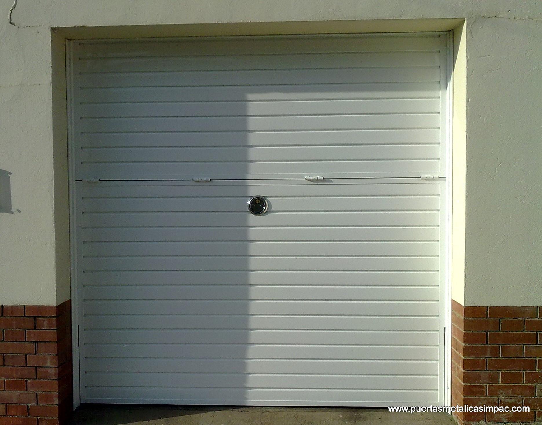Puertas de garaje abatibles beautiful puertas de garaje - Puerta garaje abatible ...